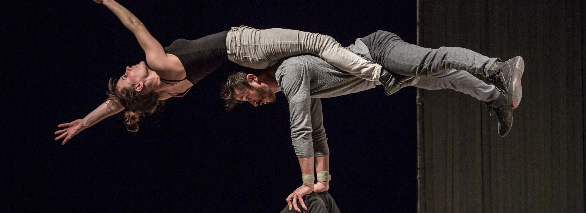 trois acrobates